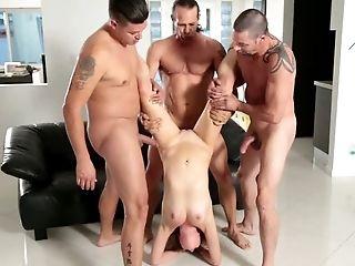Tutti I Buchi, Bellezza, Biondo, Cowgirl, Carino, Hardcore, Cavalcata, Straniero, Puttana,