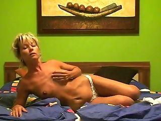 в спальне, блондинки, милые, дрочущий, мамочка, стройные, соло,